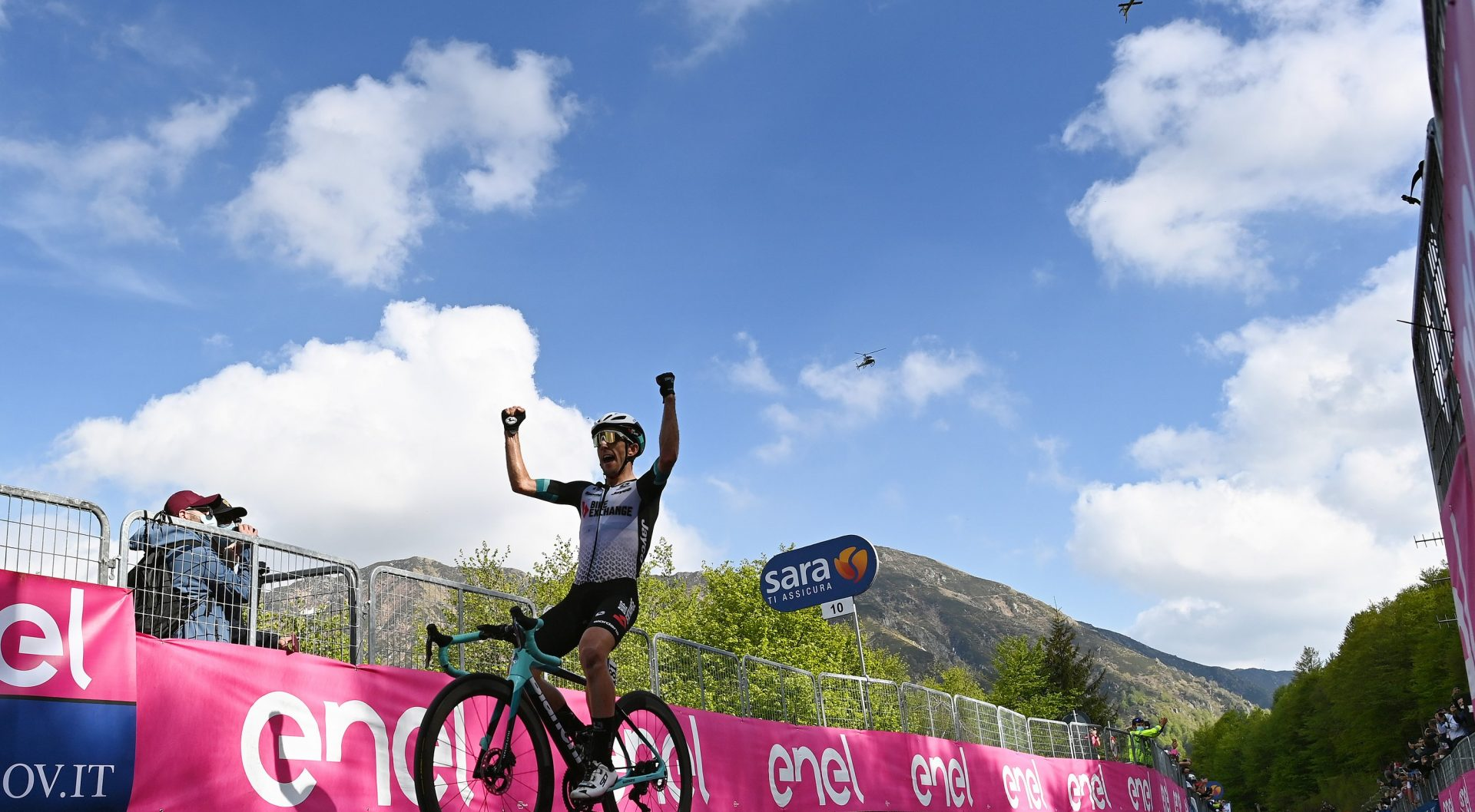 ALPE DI MERA - VALSESIA, ITALY - MAY 28: Simon Yates of United Kingdom and Team BikeExchange stage winner celebrates at arrival during the 104th Giro d'Italia 2021, Stage 19 a 166km stage from Abbiategrasso to Alpe di Mera - Valsesia 1531m / Team Presentation / Stage modified due to the tragic events on May the 23rd 2021 that involved the Mottarone Cableway / #UCIworldtour / @girodiitalia / #Giro / on May 28, 2021 in Alpe di Mera - Valsesia, Italy. (Photo by Stuart Franklin/Getty Images)